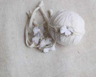 Mini white moss bow headband