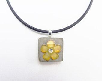 Yellow flower necklace - Concrete necklace - Concrete jewelry - Girl's necklace - Children's jewelry - Yellow rhinestone flower