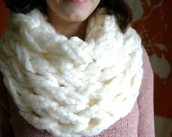 Snow White Chunky Knit Infinity Scarf