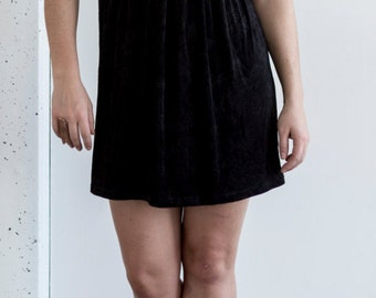 90's Black Rose Shift Dress   Stretchy Comfortable and Cute