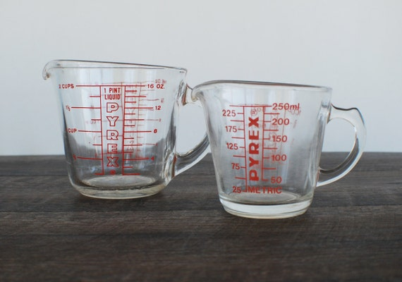 vintage pyrex glass measuring cups red lettering 1 cup and. Black Bedroom Furniture Sets. Home Design Ideas