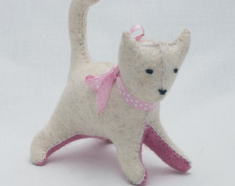 Waldorf cat - felt kitten - Waldorf kitten - waldorf toy -  toy kitten - white cat