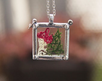 "Glass Medaillon Necklace ""Fidelia"" with Real Moss"