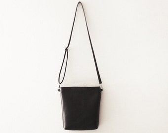 Black crossbody leather bag with zipper