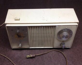 Vintage General Electric Solid State Clock Radio - Retro Plastic Radio Model C4420-A Vintage Audio Decor