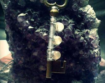 key necklace steampunk with triple quartz