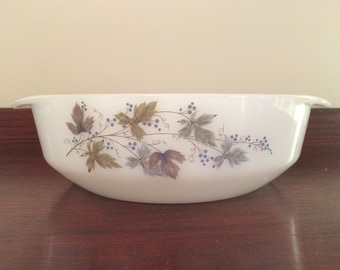 Vintage Crown Pyrex Bacchus 1.75L Casserole Dish, late 1960s / early 1970s