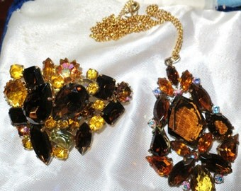 Vintage 1950s Sphinx ? amber glass pendant necklace & brooch set