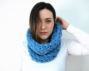 Chunky Infinity Cowl In Color Arctic - The Sparrow Infinity Cowl
