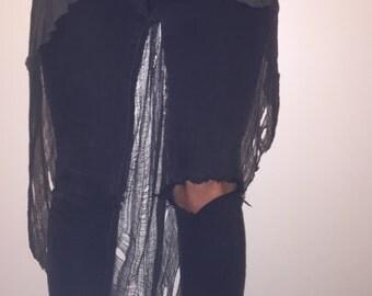 Sheer shredded quarter sleeve shirt