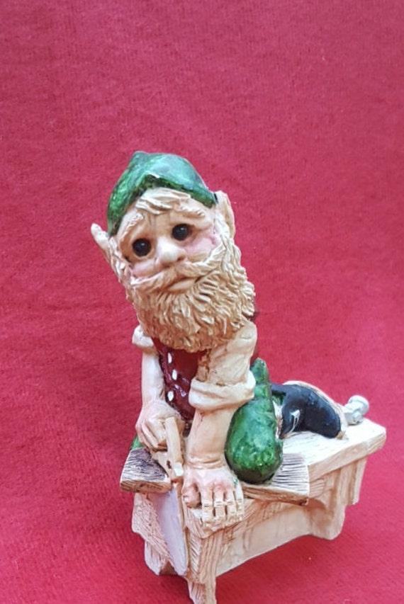 United design elf figurine legend of santa by