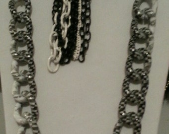 Trendy Black and White Chain Set
