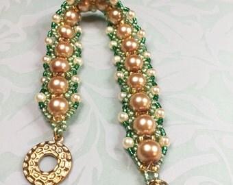 GOLDEN Pearl beaded bracelet