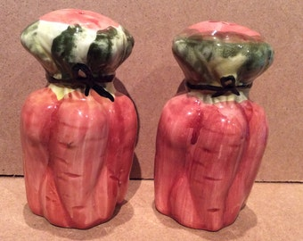Salt and Pepper Shaker set. Vintage carrot salt and pepper shakers.  Ceramic carrot salt and pepper. Vegetable Salt and Pepper Shakers.