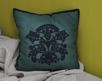 """Linen cushions, hand-embroidered """"Viridis-Dianthus"""""""