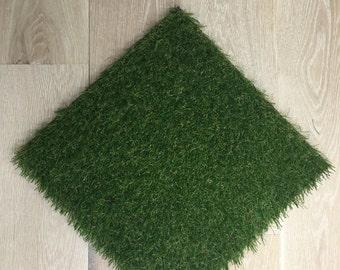 """16"""" x 16"""" Artificial Green Grass Placemat"""