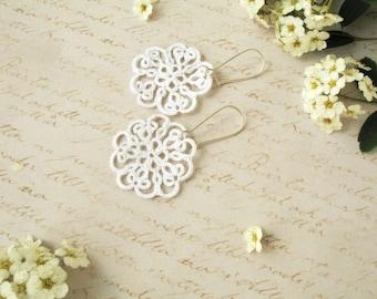 Tatted earrings Tatting jewelry Bridesmaid earrings White earrings Tatting lace earrings Wedding earrings Chandelier earrings Boho