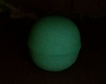 GLOW in the DARK!! Bamboo and mint ( Bath Bomb)