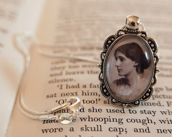 Virginia Woolf Pendant Necklace - Antique silver, Literary Jewelry Bibliophile Necklace, Gift For Reader, Book Lover, Bloomsbury Group Gift