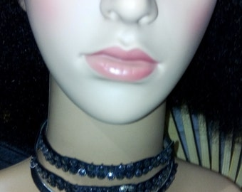 triple round necklace.