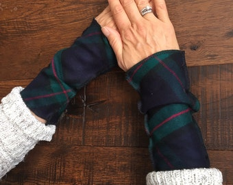 Fingerless gloves, Navy and Green plaid flannel wrist warmers, plaid flannel wristers, Arm warmers, mittens