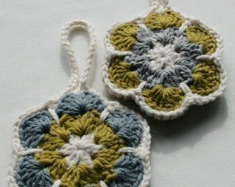 Set 2 hanging flowers - medium