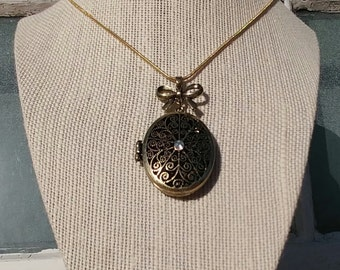 The Past & Present Locket of Love: Beautiful Locket with Chain