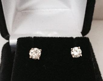 14k Gold Diamond Studs Earrings 0.80carats total weight Lite half carat each