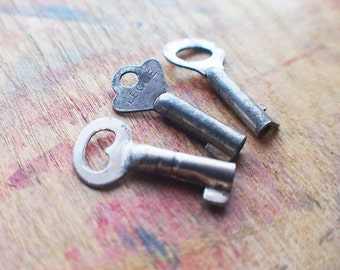 Tiny Antique Key Trio // End Of Winter SALE - 10% Off - Coupon Code SAVE10