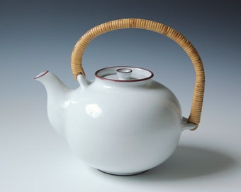 Modern Danish white teapot Edith Keramik hand signed - Mid-century Danish Keramik porcelain teapot - bamboo handle