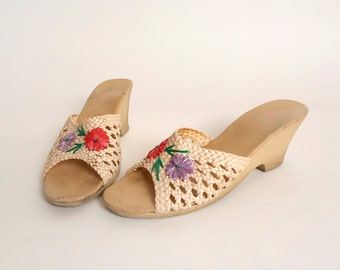 Vintage Straw Woven Sandals - Vibrant Flower Design