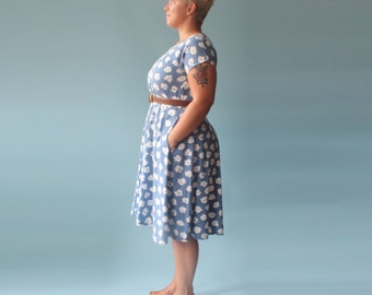plus size dress   blue floral fit and flare dress   1980s XL