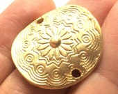 2 pcs- Matte Gold Plated Cameo, Curve Flower connector-28 x25mm-(025-025GP)