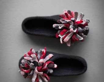 Black felted slippers for women with oversized flower in light grey red dark gray Petal flats pompom flats Valentine's day gift for her