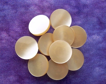 Little Beige Buttons, 13mm 1/2 inch - Champagne Pearlescent Plastic Glow Buttons - 10 VTG NOS Pastel Brown Luminescent Shank Button PL533 bb
