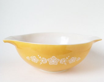Yellow White Flowers Butterfly Glold Pyrex Mixing Bowl, Vintage Pyrex Daisy Print 444