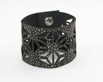 Leather Cuff Bracelet - Geometric Cutout Pattern (Textured Black) - Size Medium