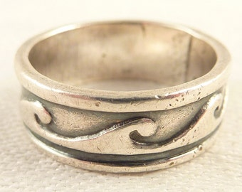SALE --- Size 6.5 Vintage Mexican Sterling Wave Pattern Band Ring