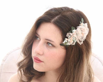 Wedding Flower Hair Comb of Vintage Flowers and Lace, Wedding Hair Bridal Headpiece, Blush Pink Flower Hair Clip