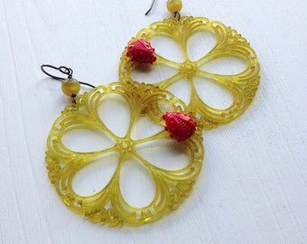 ladybird - earrings - ladybug on a lacy flower - vintage lucite and sterling silver earrings