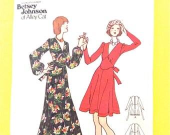 1970s Butterick 3291 Designer Betsey Johnson of Alley Cat  One-Piece Dress, flared dress  deep V-neckline Vintage Sewing Pattern Bust 32