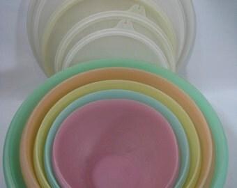 Lot of 5 Vintage Tupperware Pastel Wonderlier Mixing Bowls with Seals