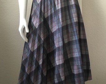 Vintage Women's 80's Plaid Pleated Skirt, Grey, Pink, Knee Length (S/M)