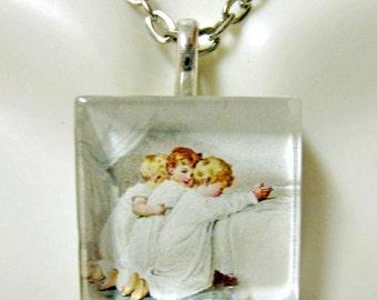 Children in prayer pendant with chain - GP02-003