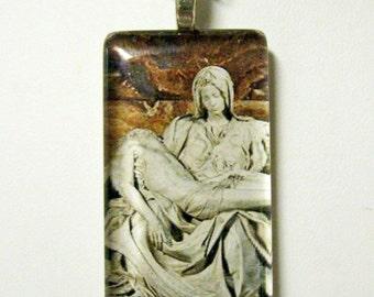 The Pieta pendant with chain - GP01-525