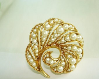 Signed Lisner Flower Pearl Brooch  Gold  Tone Repousse