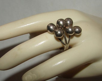 Modernist Mexico Signed Large Cluster of Balls Grapes Sterling Silver Ring 1950s