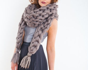 Scarves and snoods/hats