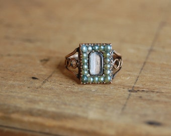 Georgian 9 CT mourning ring with locket and pearl frame ∙ Antique pearl mourning ring