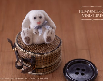Fluffy Easter Bunny E 1/12 scale dollhouse miniature